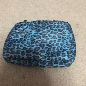Handbags - Blue Leopard Puffy Clutch